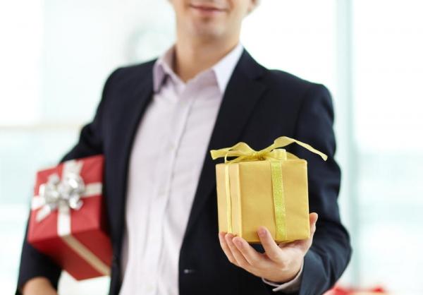 Цена подарка: как воспитать щедрого мужчину
